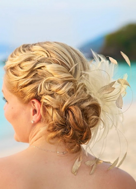 Укладка волос перьями