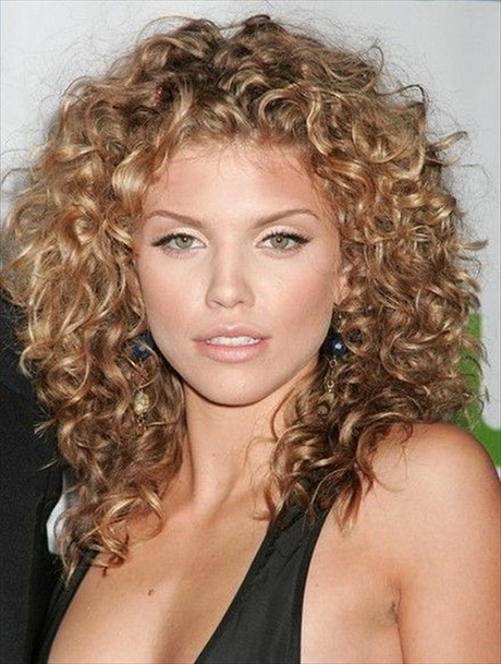 Stunning Medium Haircuts for Curly Hair