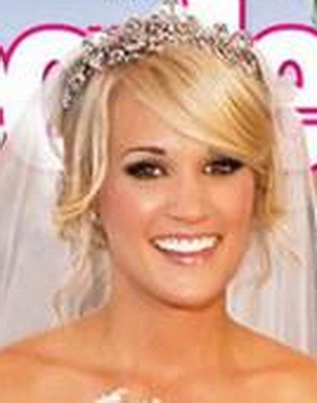 Kelly Clarkson and Carrie Underwood hug it out on the
