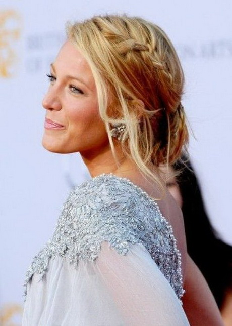 Casual Beach Wedding Hairstyles And Wispy Sections Of Loose Hair Make This Hairstyle Casual