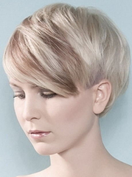 Short Classy Vintage Hairstyle for Women
