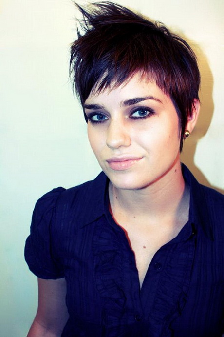 Cool hairstyles for girls with short hair