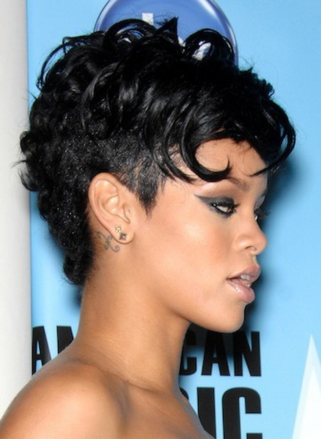 cute short Afro American hairstyle