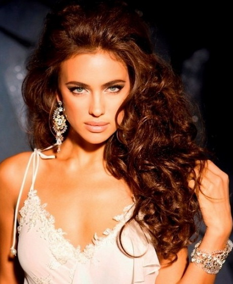 Different curly hairstyles for Salon bel hair