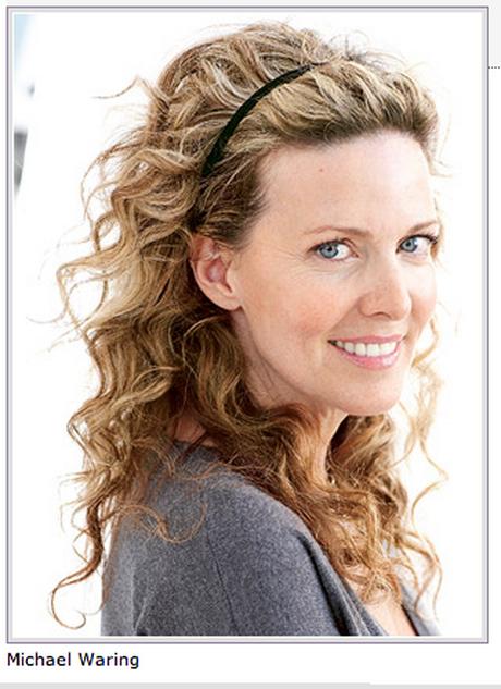 Прически на волнистые средние волосы женщине