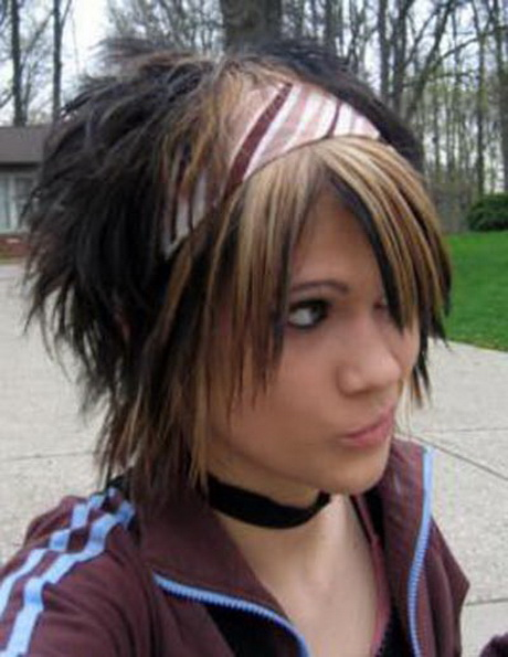 Emo Hairstyles For Girls With Short Hair
