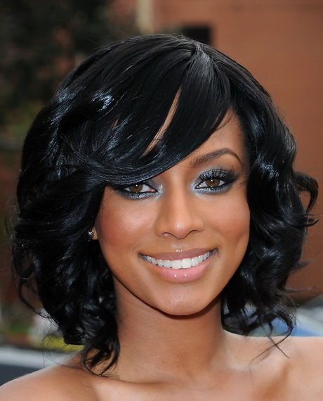 female pirate hairstyles : long layered and feathered wig hairstyle for black women