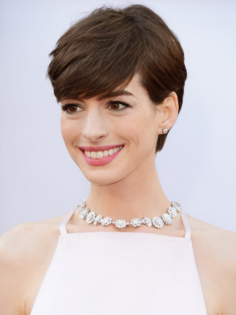 Anne Hathaway rounded short haircut