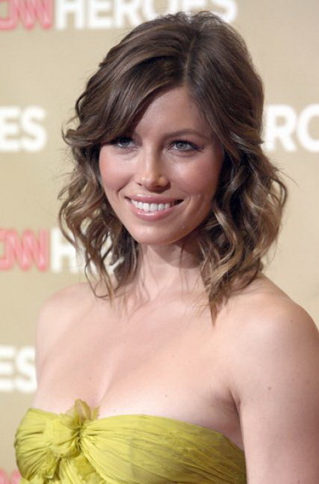 hairstyles for medium length hair that is also suitable for you
