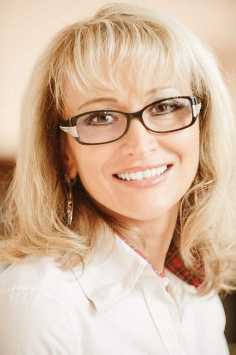 Eyeglass Frames For Over 50 : Hairstyles for women over 50 with glasses
