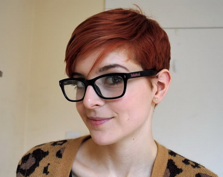 hairstyles for women with glasses