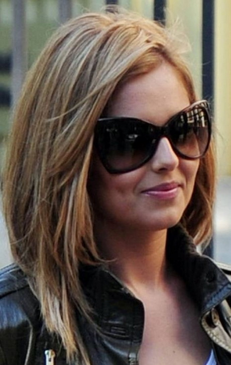 Short Hairstyle with Side-Swept Bangs: Chic Haircuts for Women 2015