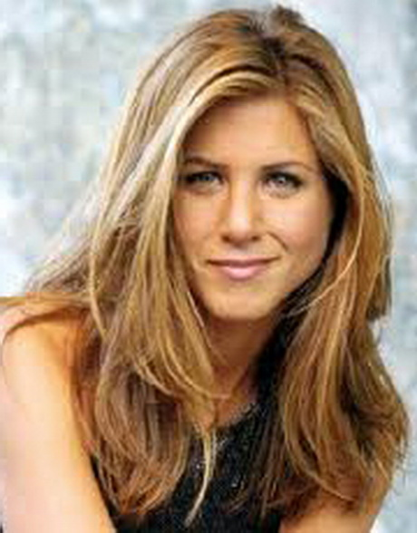 Jennifer Aniston layered hairstyle Jen has the help of her faithful ...