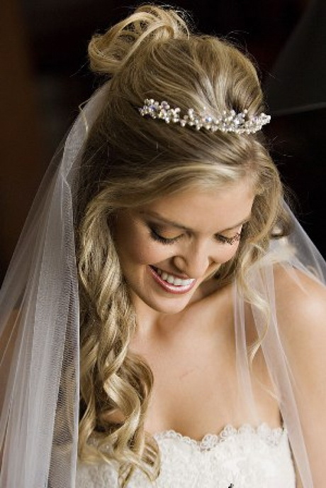 Long Bridal Hairstyles With Veil