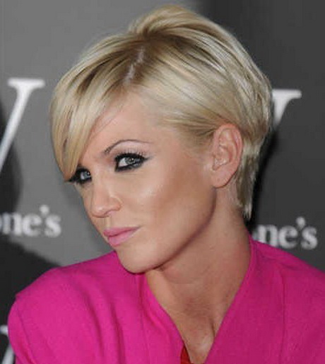 Blonde Medium Pixie Haircut with Curve Fringe Style for Women
