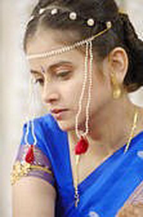 Marathi Bridal Hairstyle : Marathi bridal hairstyle