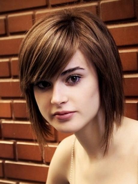 Medium Haircut For Round Face