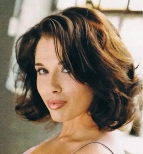 shoulder length layered hairstyles This is one of the latest wavy ...