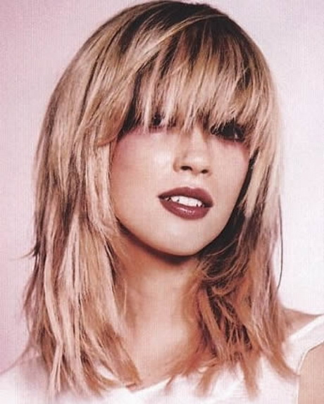 medium length hairstyles no layers Medium, shoulder-length hairstyles are super trendy  lecompte told allure  magazine the secret to this style is the long layers that begin just below the chin   perhaps no other celebrity has worn this cut in so many ways,.