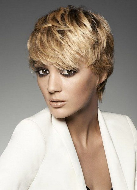 razored medium length pixie haircut
