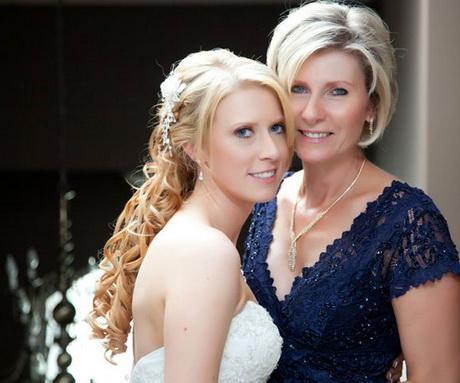 Фото прически для мамы на свадьбу дочери фото