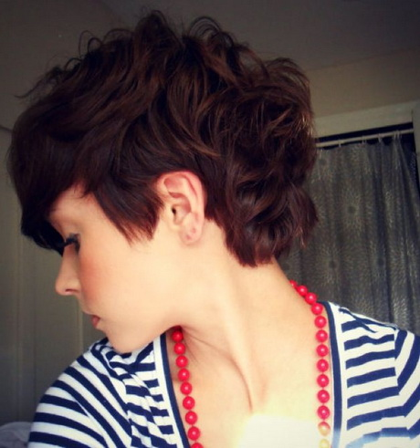 Pixie Cut with curly hair! Totally doable! Via Mattie Vest