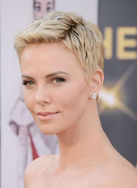 Beautiful Short Pixie Hairstyles For Older Women
