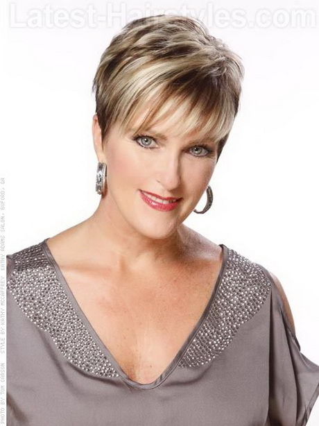 Perfect pixie blonde cut for older women