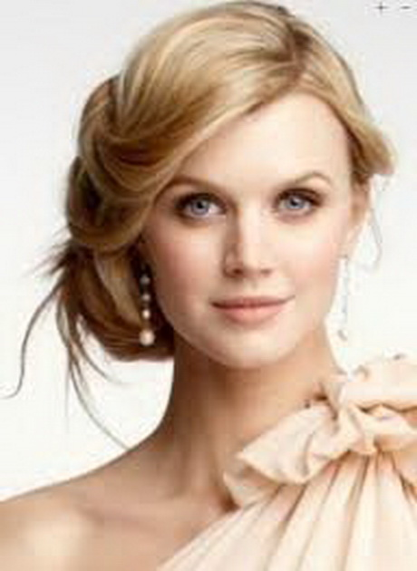 Wedding Hairstyles For Halter Top Dresses 28