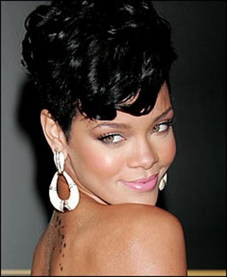 Rihanna Short Curly Hairstyles Rihanna short curly ha...
