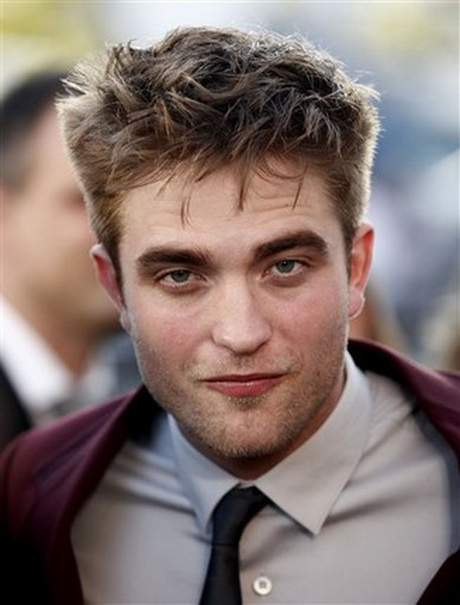 Can the world get enough Robert Pattinson? Apparently not if the screaming welcomes he gets Robert pattinson rob pattinson robert pattinson new haircut …