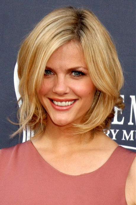Semi short hairstyles for women