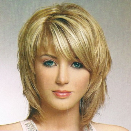 Shoulder length layered shag hairstyles with side bangs for straight ...