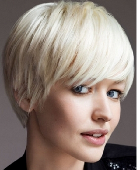 2011 chic short hairstyle for women.PNG