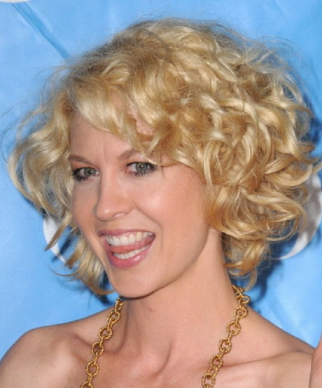 Short curly layered haircuts