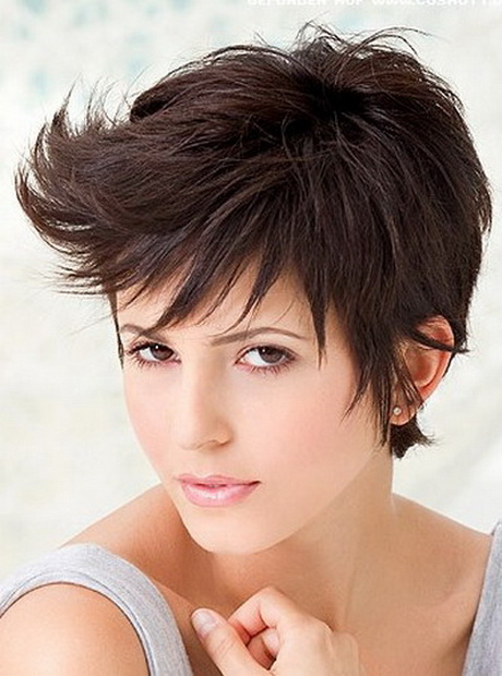 Short Pixie Haircuts for Women with Round Faces
