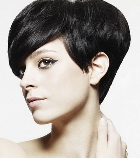 cute short graduated bob haircut. This is a great back to school hair ...
