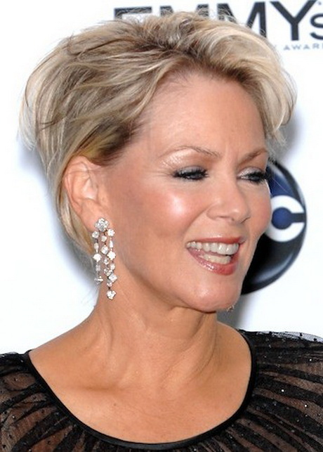 short hairstyles with color and highlights : Short haircut for women over 60