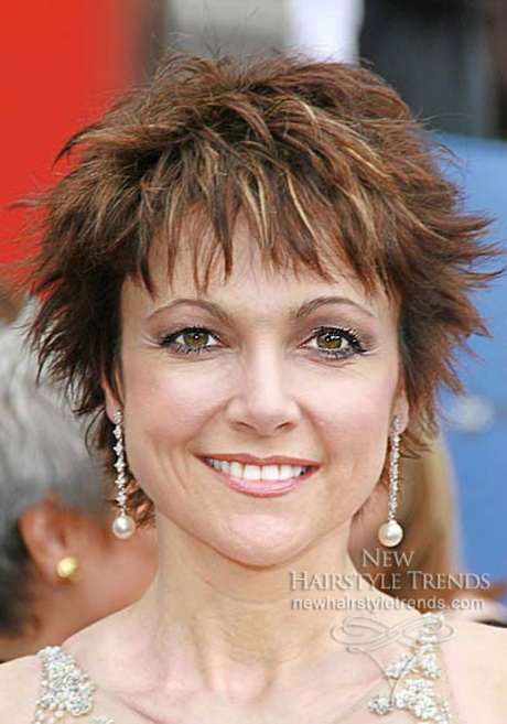 Short haircuts for fine hair women
