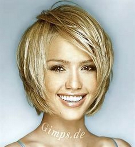 Short haircuts for women in 20s