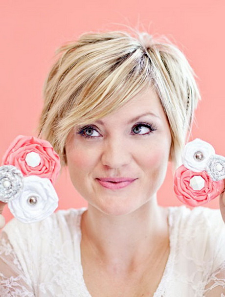 Beautiful Short Haircuts For Women In Their 20s