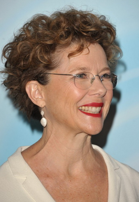 Short curly hairstyle for women over 50 – Annette Bening hairstyle ...