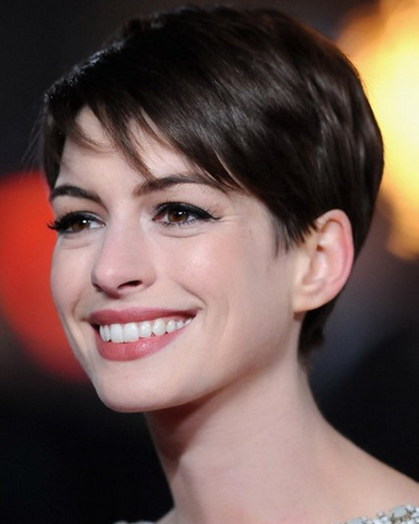 Anne Hathaway Haircut: Short Hairstyles Celebrity Women