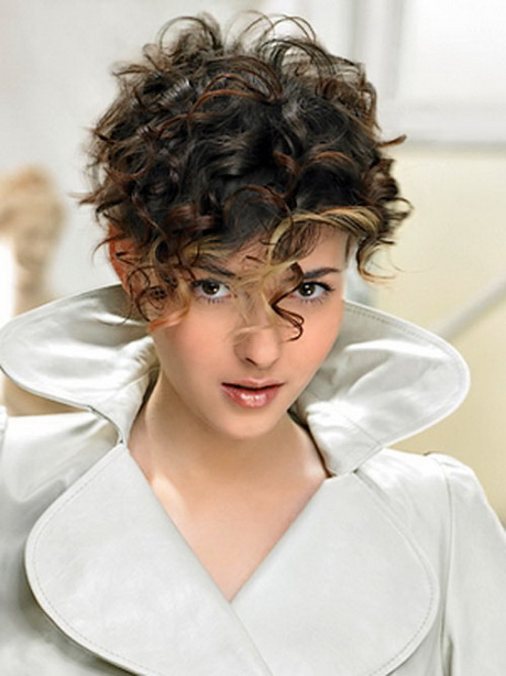 Beautiful Short Hairstyles for Curly Hair