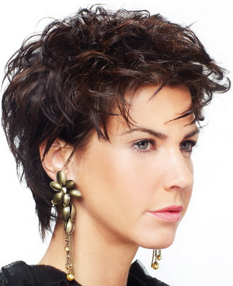 Short hairstyles for fine hair and round faces