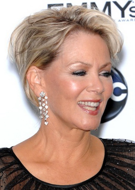 Short hairstyles for older women with glasses