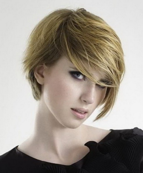 Short hairstyles for women in 20s