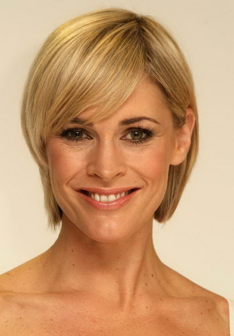 Short hairstyles for women in their 40 s