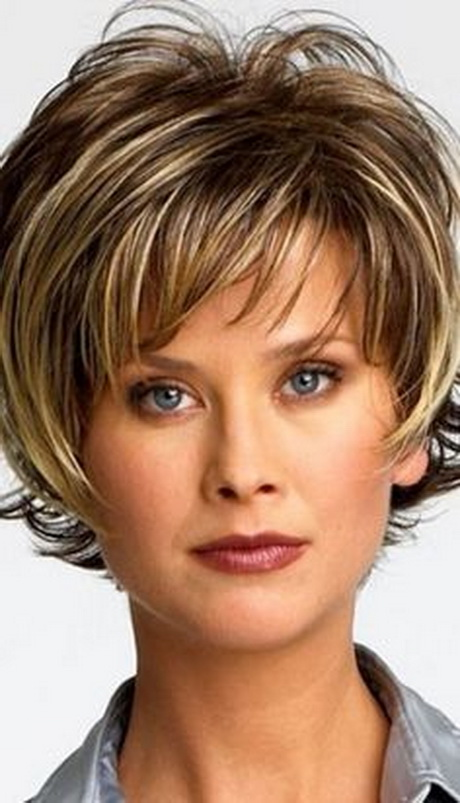 Short hairstyles for women over 30
