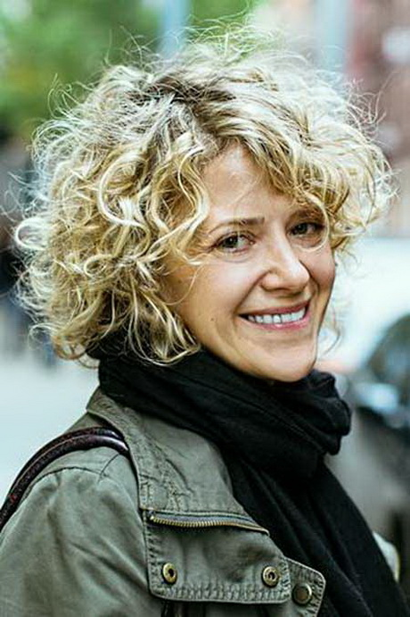 Short naturally curly hairstyles 2014